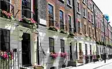 Where it pays not to keep up with the neighbours: seeking out value in London's prime markets